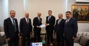Talip Gelyan Milli Eğitim Bakanı Ziya Selçuk'a, Eğitim Gündemindeki Öncelikler Raporunu Sundu