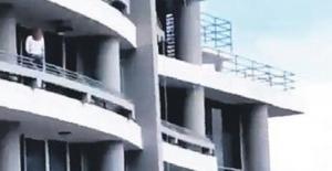 Öğretmen Selfie çekerken 27. kattan düştü