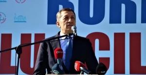 Milli Eğitim Bakanı Ziya Selçuk'tan Alkışlanacak Hareket