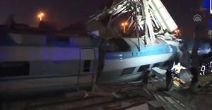 Ankara'daki Korkunç Tren Kazasında 4 Kişi Hayatını Kaybederken Çok Sayıda da Yaralı Olduğu Öğrenildi