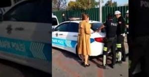 Trafik Cezası Kesilirken Polislere...
