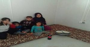 Burası mülteci kampı.Türkmen bir öğrencinin ailesi ve yaşadıkları konteynır..