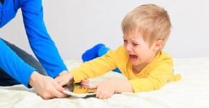 Mücadele Etmeden Çocuğunuzun Elinden Telefon Yada Tableti Almak Mümkün mü?