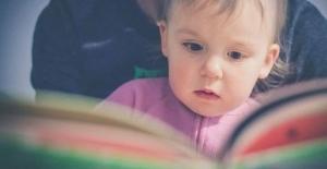 Bebeğe kitap okumak ve kitap sevdirme yolları