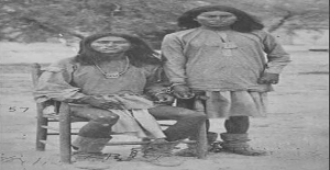 ABD. Kızılderililerle savaşırken Kızılderilileri açlıktan öldürmek için, hayvanlarının hepsini öldürdüklerinden kızılderililer açlıktan öldüler.