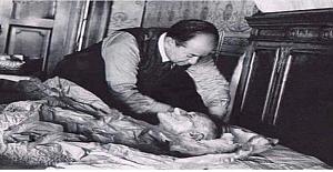 9 Kasım Çarşamba sabahı Atatürk'te adale kasılmalarıyla istem dışı hareketler ve inlemeler görüldü.