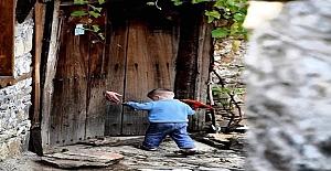 Anadolu'nun dağlarını öyküyle aşıp, öykünün kapılarını Anadolu'ya açan edebiyat öğretmeni Refik Halit Karay