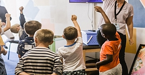 Göçmen öğrencilerin entegrasyonu için 8 adımda eğitim sistemleri gerekli