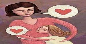 Küçük bir öksüz çocuğu evlat edinen anne, çocuğunu anaokuluna getirir.
