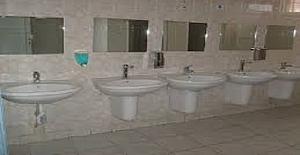Talimatname İle Öğrencilerin Okul Tuvaletlerini Temizletilmesine Büyük Tepki