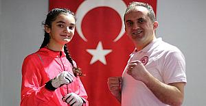 14 Yaşındaki Beyza, Öğretmen Olan Babasıyla Yaptığı Antrenmanlar Sayesinde Şampiyon Oldu