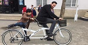 Görme Engelli Öğrencilerinin Hayali Olan Bisiklete Binmeyi Gerçekleştiren Öğretmen