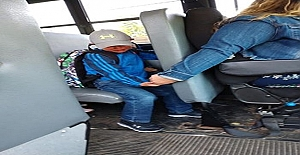 Okula Gitmek İstemeyen Çocuğa Anlayışla Yaklaşan Ve Sakinleştiren Servis Şoförünün Hikayesi