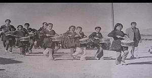Yıllar önce, yıl 86-87. İki sınıflı bir köy ilkokulu..