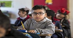 Sınıf mevcudu ve öğretmen başına düşen öğrenci gibi eşitsizlikler giderilmelidir