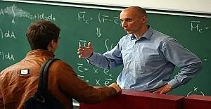 Üniversite öğrencisi mantık yürütme sınavında. Profesör soruyor!