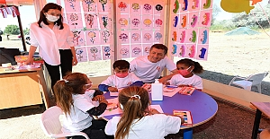 Gönüllü öğretmenler telafi eğitiminde çocuklara özel faaliyetler yapıyor