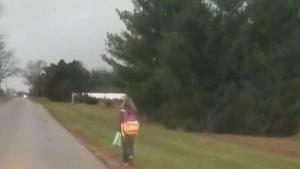 Sosyal Medya Bu Görüntüleri Konuşuyor: Sınıf Arkadaşına Zorbalık Yapan 10 Yaşında ki Kızına Öyle Bir Ceza Verdi ki!