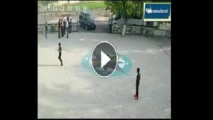 Bir Veli Ve İki Oğlu Öğretmeni Öğrencilerin Gözü Önünde Tekme Tokat Dövdü