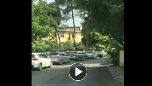 Yanlış Okula Giden Ve Sokak Ortasında Ağlayan Öğrenciye Polisler Yardım Etti