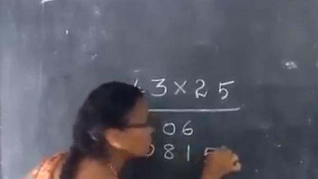 Hindistan'da sıradan bir matematik dersi :)